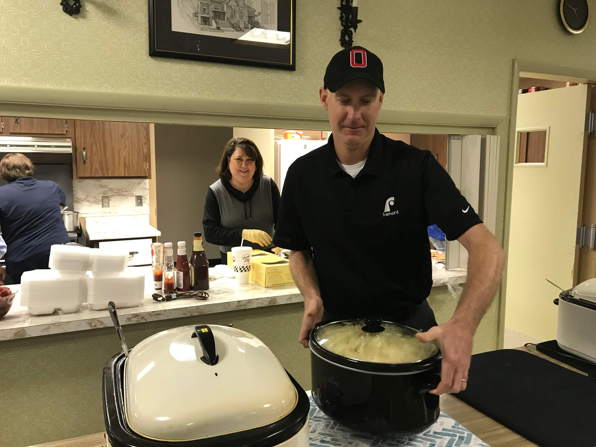 volunteering-at-rockford-united-methodist-church-making-and-serving-dinner-for-140-people-
