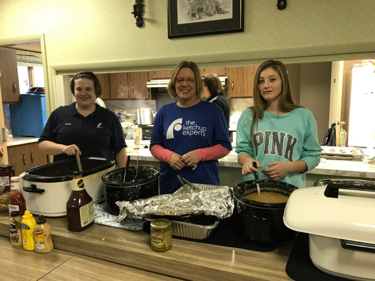volunteering-at-rockford-united-methodist-church-making-and-serving-dinner-for-140-people